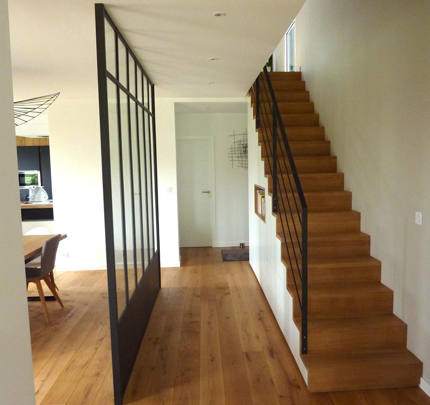 escalier bois et verrière métallique