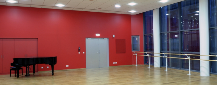 une salle de danse